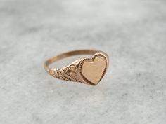 Jolie petite dame : En forme de coeur en or Rose bague chevalière P4P2TM-N