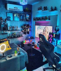 Looks kinda crowded so I say a 7 – Game Room İdeas 2020 Computer Gaming Room, Gaming Room Setup, Gamer Setup, Pc Setup, Ultimate Gaming Room, Home Music, Game Room Kids, Geek Room, Bedroom Setup
