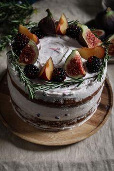 *~❄️* Black Tea, Fig & Plum Cake w/ Rosemary Blackberry.*~❄️* Black Tea, Fig & Plum Cake w/ Rosemary Blackberry.*~❄️* Black Tea, Fig & Plum Cake w/ Rosemary Blackberry. Beaux Desserts, Just Desserts, Baking Recipes, Cake Recipes, Dessert Recipes, Dessert Bread, Bread Recipes, Nake Cake, Cupcakes