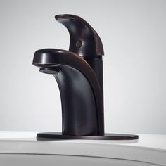 Solo Single-Hole Bathroom Faucet with Deck Plate