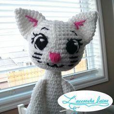 Ravelry: Tout blanc - Le chat pattern by Emilie Bourassa Chat Crochet, Crochet Amigurumi, Crochet Patron, Crochet Stars, Doll Tutorial, Crochet Accessories, Crochet Hooks, Ravelry, Free Pattern