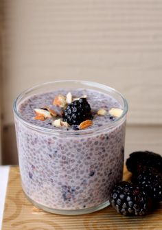 Blackberry Almond Chia Pudding The fresh flavors of summer berries shine in this refreshing dessert. Layers of blackberries, ladyfingers soaked in blueberry sauce, and whipped cream alternate in this showstopping dessert. Detox Recipes, Snack Recipes, Dessert Recipes, Wild Rose Detox, Chia Recipe, Quick Snacks, Pudding Recipes, Healthy Desserts, Healthy Lunches