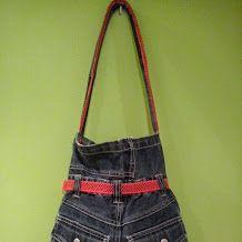 bolso con pantalón vaquero de niño parte de atrás 50€  VENDIDO