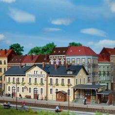 #gare de petite ville #HO #Auhagen A retrouver ici : http://www.latelierdutrain.com/construction-ferroviaires-et-gares/100701-gare-de-petite-ville-ho-187-auhagen-11346.html