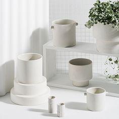 Designstuff offers a range of Scandinavian designed home decor including this beautiful podium pot in white by Zakkia. Bisque Interiors, Large Flower Pots, European Home Decor, Inspired Homes, Large White, Minimalist Design, White Ceramics, Planters, Scandinavian