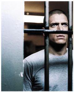 Micheal in prison Paul Adelstein, Rockmond Dunbar, Wade Williams, Prison Break 3, Kathleen Quinlan, Jodi Lyn O'keefe, Sara Tancredi, Michael Schofield, Amaury Nolasco