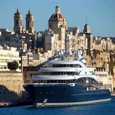 The superyacht M/Y Serene is designed by with a gorgeous interior by Reymond Langton. Bateau Yacht, Big Yachts, Assurance Auto, Luxury Private Jets, Yacht Cruises, Deck Boat, Yacht Interior, Interior Design, Below Deck