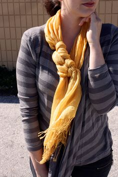 I need to figure out how to tie a scarf like this