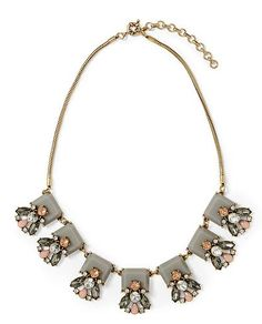 pretty statement necklace  http://rstyle.me/n/itrynpdpe