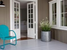 HGTV is showing you ideas for decorating your front door and entryway in a…
