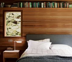Classic Wooden Wall Design with Bookshelf and Dark Beds in Modern Bedroom Design Ideas Wood Slat Wall, Wooden Walls, Accent Wall Bedroom, Wood Bedroom, Accent Walls, Modern Bedroom Design, Contemporary Bedroom, Bookshelf Headboard, Wood Headboard