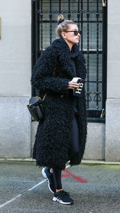 Perfect outfit idea to copy ♥ For more inspiration join our group Amazing Things ♥ You might also like these related products: - Sweaters ->. Look Fashion, Fashion Outfits, Womens Fashion, Fall Winter Outfits, Autumn Winter Fashion, Long Fur Coat, Hailey Baldwin Style, Winter Stil, Mode Vintage