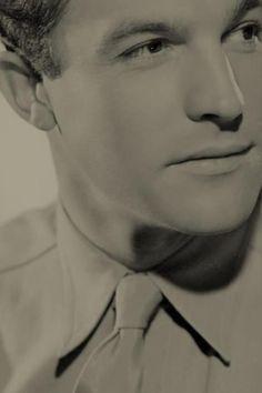 Gene Kelly-so handsome