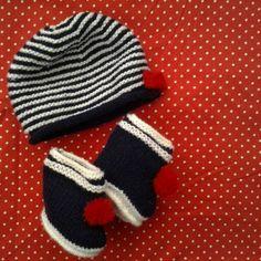 Bonnet et chaussons marins bébé naissance-3 mois acryli tricotés main ,  ensemble marin unisexe 0d5d3753426
