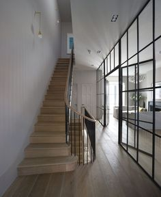 I WANT THESE STAIRS love them completely. Wooden tread, simple handrail and balustrade. BY Michaelis Boyd Associates – staircase Interior Exterior, Interior Architecture, Interior Doors, Kitchen Interior, Crittal Doors, Crittall Windows, Holland House, Staircase Design, Narrow Staircase