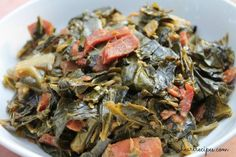 Soul Food Collard Greens with Bacon! (video) — Want a classic, comforting soul food recipe? These soul food style collard greens are packed with flavor, accented with bacon for an extra savory touch. Southern Collard Greens, Southern Green Beans, Southern Fried Cabbage, Best Collard Greens Recipe, Southern Dishes, Southern Recipes, Smoked Turkey Wings, I Heart Recipes, Bacon Potato