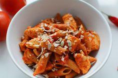 Fit makaron w sosie pomidorowym z kurczakiem