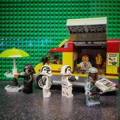 Star wars pizza. Just a luttle fun with a few minifigs. #lego #legolife #legoclub #legocity #legostarwars #legominifigs #legominifigures #afol #afolclub #adultfanoflego #legogram #instalego #legoinstagram #legography #legophotography #legopics