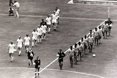 WC '70: England and Brasil take the field in Guadalajara, 7 June 1970. (Photo: Popperfoto/Getty)