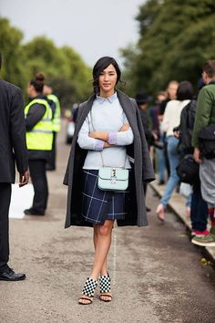 Great look from Nicole Warne! Mix of navy and sky blue http://www.hiphunters.com/