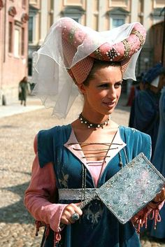 CORRECT -- Her gown is goofy, but the heart shaped hennin looks very accurate. Renaissance Costume, Medieval Costume, Renaissance Fashion, Medieval Dress, Medieval Clothing, Italian Renaissance, Historical Costume, Historical Clothing, Medieval Hats