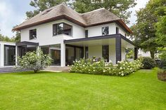 Villa door architect Bob Manders