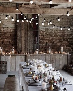Beautiful ways to decorate your Christmas Table Christmas Interiors Decorating Ideas Red Online - Red Online Decoration Table, Light Decorations, Wedding Decorations, Christmas Decorations, Centerpiece Ideas, Winter Table Centerpieces, Christmas Interiors, Christmas Table Settings, Christmas Tables