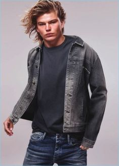 Mavi reunites with Jordan Barrett following its fall campaign. The Australian model couples up with Romee Strijd for Mavi's spring-summer 2018 advertisemen