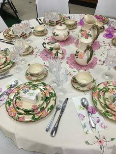 Franciscan Desert Rose, High Tea Tea Party Decorations, Christmas Table Decorations, Pink Table, A Table, Desert Rose Dishes, Franciscan Ware, Tea Party Table, Rose Arrangements, Antique Glassware