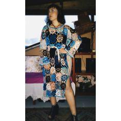 İç elbise ya da plajda bikini üzerine giyilebilecek bir elbise... Alize diva batik ip kullanıldı. Batik, Cold Shoulder Dress, Bikini, Photo And Video, Instagram, Dresses, Fashion, Bikini Swimsuit, Vestidos