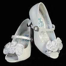 Nancy White Healed Shoe white paten leather girls shoe with heal for first communion or easter First Communion Shoes, First Communion Dresses, Boy Christening Outfit, Christening Gowns Girls, Girls Dresses, Flower Girl Dresses, Boys Suits, Satin Flowers, Girls Shoes