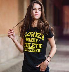 camiseta chica flowker athletic department negra 1