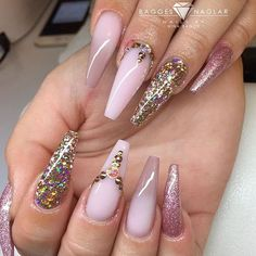 """3,251 Likes, 14 Comments - NAILPRO (@nailpromagazine) on Instagram: """"Gold chrome drip and pearl details by #nailpro @scarlett_senternailartist. ✨#nailprodigy"""""""