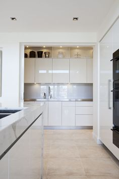 See how Dan Kitchens created the Ultimate Entertainers Kitchen in Newport Sydney, and fulfilled a unique and challenging Luxury Kitchen design brief. Pantry Room, Walk In Pantry, Farmhouse Style Kitchen, Old Kitchen, Cavity Sliding Doors, Timber Shelves, High End Kitchens, Luxury Kitchen Design, Pantry Design