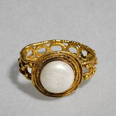 Gold and pearl 4th century Roman finger ring. From the collection of Thorvaldsens Museum.
