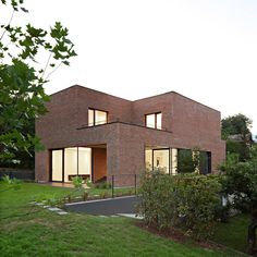 Gallery of Podfuscak Residence / Dva Arhitekta - 26 Modern Brick House, Brick House Designs, Modern House Design, Building A New Home, Design Case, Maine House, Residential Architecture, Architecture Details, House Styles