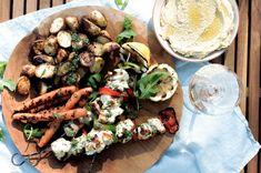 Kyllingspyd med grillede grønnsaker og hummus