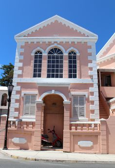 Bermuda-St-Georges-Building - pretty pastel color