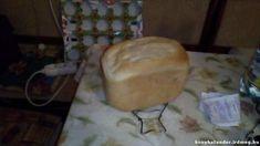 Fehér gépi kenyér - Fehér gépi kenyér útifű maghéjjal, finom liszttel. Kenyérsütőben normál programon sütve. #kenyér #Útifűmaghéj #élesztő #kenyérsütőgép #joghurt #olaj Dairy, Bread, Cheese, Food, Yogurt, Meal, Essen, Hoods, Breads