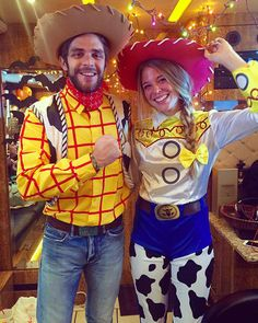 Some of the best costumes at any given Halloween party are a couple wearing similarly themed costumes. These couple Halloween costumes work so well because Disney Couple Costumes, Cute Couples Costumes, Cute Couple Halloween Costumes, Halloween Looks, Family Halloween, Halloween Outfits, Diy Costumes, Group Costumes, Costume Ideas