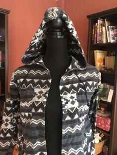 Mein H&M Azthek Biho Black And Grey Hemd mit Kaputze Gr 36 von H&M! Größe 36 / S / 8 für 8,00 €. Sieh´s dir an: http://www.kleiderkreisel.de/damenmode/langarmlig/144785128-hm-azthek-biho-black-and-grey-hemd-mit-kaputze-gr-36.