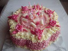 Dort krémový ♥ zdobený marcipánovými  růžičkami