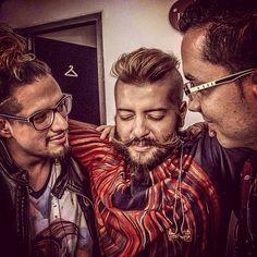 La bendición para estos dos hermanos musicales: Juanito Cardona a la izquierda (guitars and music director) y Néstor Ramos (drums) a la derecha. Y directo al escenario para el lanzamiento oficial de Liberaciones Solares en Vivo.
