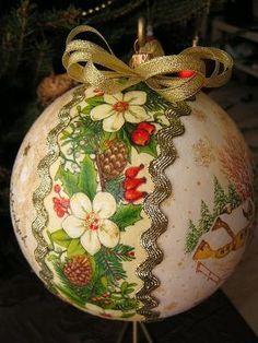 decoupage bombki - Szukaj w Google Christmas Decoupage, Painted Christmas Ornaments, Hand Painted Ornaments, Holiday Ornaments, Handmade Christmas, Christmas Tree Ornaments, Holiday Crafts, Christmas Crafts, Christmas Decorations