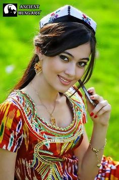 Ujgur szépség Vonzó tekintettel