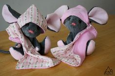 https://flic.kr/p/8UfsKW | Rachel and Rebecca | Twin fieldmouse sisters we just finished for a custom order today.