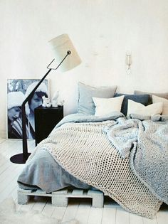 Try these 100 DIY pallet bed frame ideas to Inspire your daily pallet wood recycling to make easy pallet projects! Try to get free pallets to make your bed! Dream Bedroom, Home Bedroom, Bedroom Decor, Bedroom Ideas, Design Bedroom, Casual Bedroom, Bedroom Colors, Bedroom Wall, Bedroom Inspo