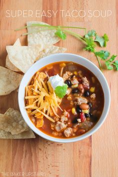 Super Easy Taco Soup! It's healthy, delicious and filling. Perfect for a busy weeknight!