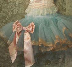lace tutu shabby chic tutu - so pretty Tutu Azul, Fru Fru, Ballet Costumes, Little Doll, Petticoats, Looks Vintage, Vintage Lace, Antique Lace, Vintage Dress