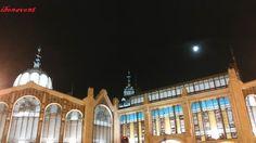 Foto con móvil, noche histórica y espectacular,...Mercado Central de Valencia